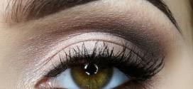 Cómo delinearse los ojos usando sombras